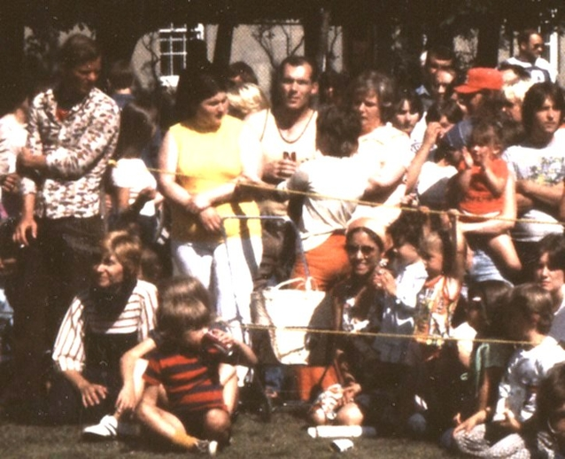 Joyce O'Hara and her children at the first Newfoundland Folk Festival, 1977 / Aidan O'Hara