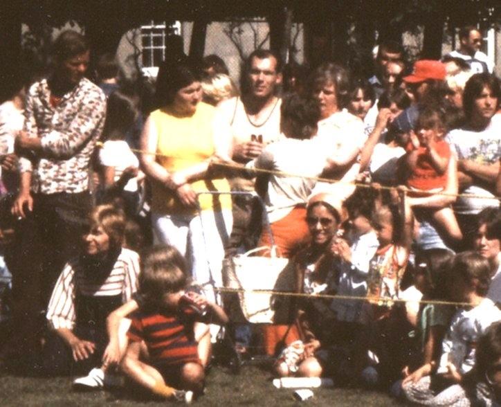 Joyce O'Hara and her children at the first Newfoundland Folk Festival, 1977 / Aidan O'Hara
