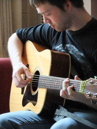 Caoimhín Ó Fearghail, guitar / [unidentified photographer]