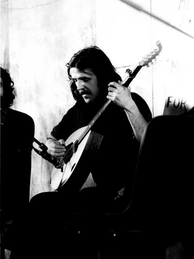 Johnny Moynihan, bouzouki / Joe Dowdall