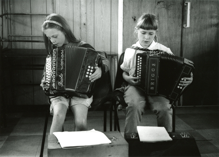 Unidentified girls, accordion / Tony Kearns