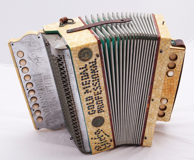 Globe Accordion / [unidentified photographer]