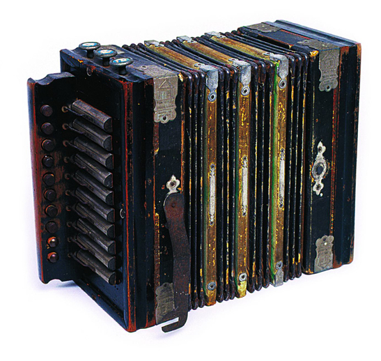 Button accordion / [unidentified photographer]