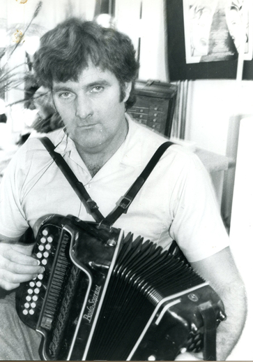 Séamus Begley, accordion / [unidentified photographer]