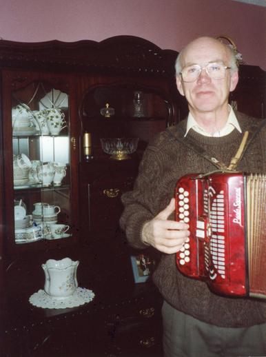 Tadhg Kearney, accordion / Brian Lawler