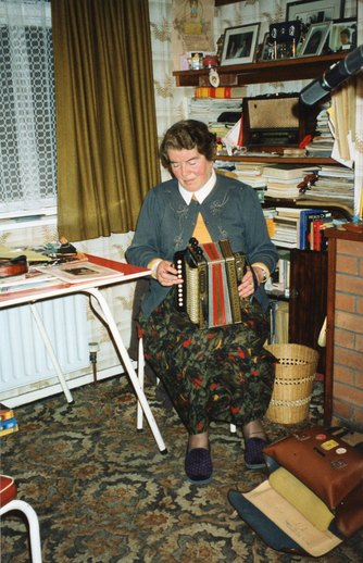 Maureen Cronin, accordion / Máire O'Keeffe