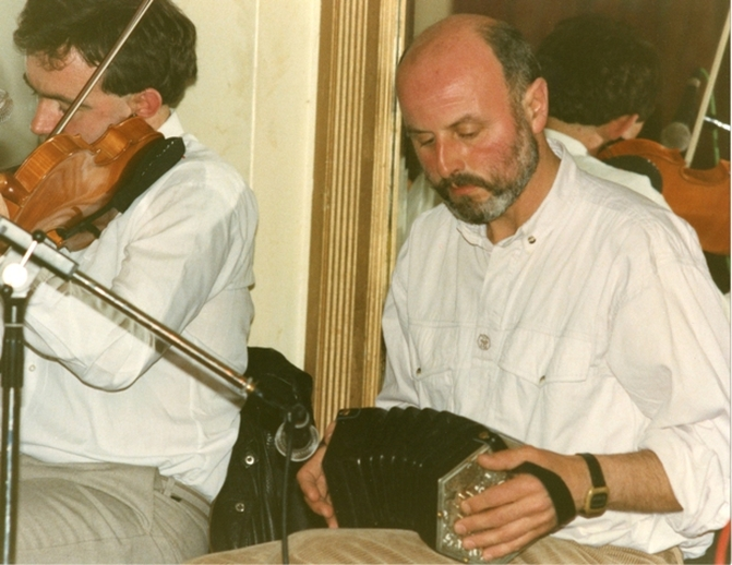 Gabriel McArdle, concertina, & others, 1990 / Luke Cheevers