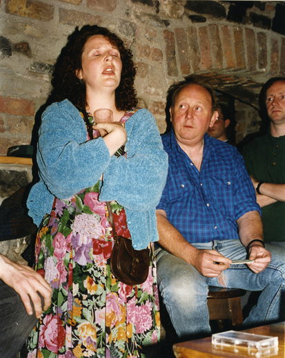 Áine Uí Cheallaigh, singer, & others, 1993 / Luke Cheevers