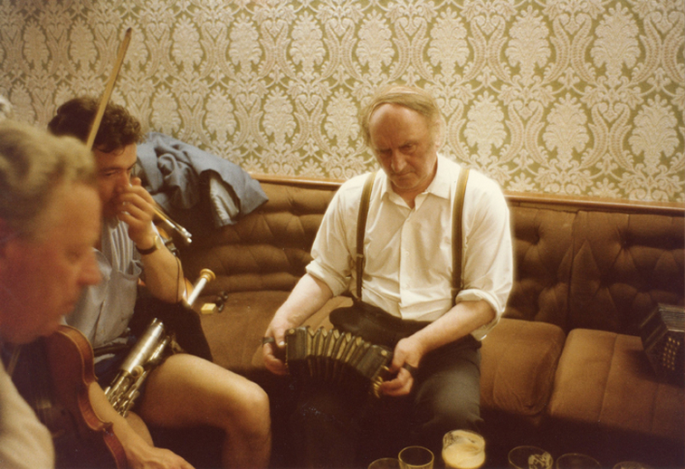 John Kelly senior, concertina, 1983 [photograph] / Fran O'Rourke