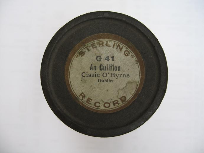Sterling cylinder lid. An cuilfion : Cissie O'Byrne / Henri Chamoux