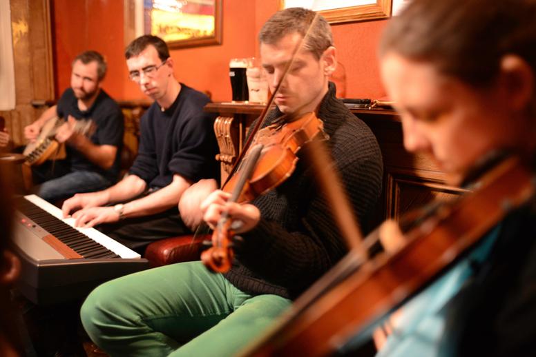 Mícheál Ó Cathain, fiddle, and others / Danny Diamond