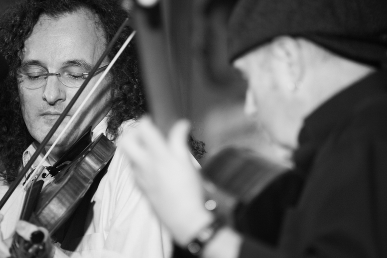 Martin Hayes, fiddle, and Dennis Cahill, guitar / Danny Diamond