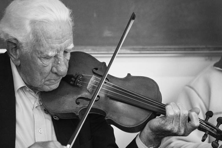 Ben Lennon, fiddle, 2010 / Danny Diamond