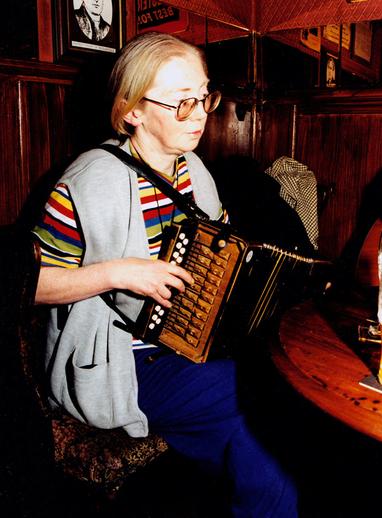 Máire Ní Bheaglaoich, accordion / Steven de Paoire
