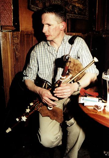 Nollag Mac Carthaigh, pipes/ Steven de Paoire