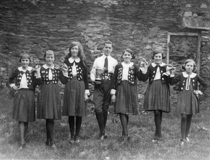Kevin O'Connell, dancer, & others, 1938 / Cork Examiner photographer