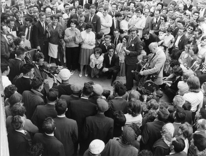Unidentified group of musicians at the Fleadh Cheoil, Gorey, 1962 / Bord Fáilte