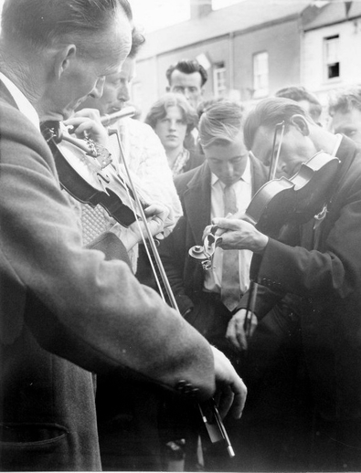 Unidentified musicians at the Fleadh Cheoil, Gorey, 1962 / Bord Fáilte