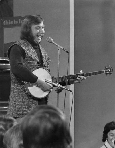 Tommy Makem, singer, ca. 1969 / unidentified photographer