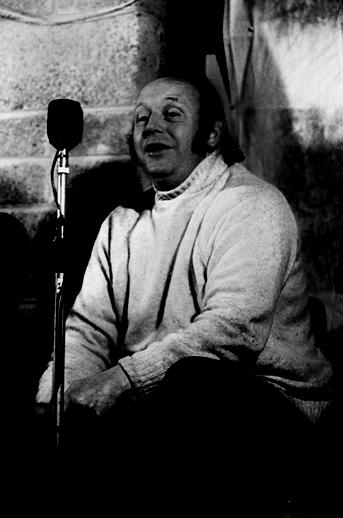 Frank Harte, singer, 1977 / Joe Dowdall
