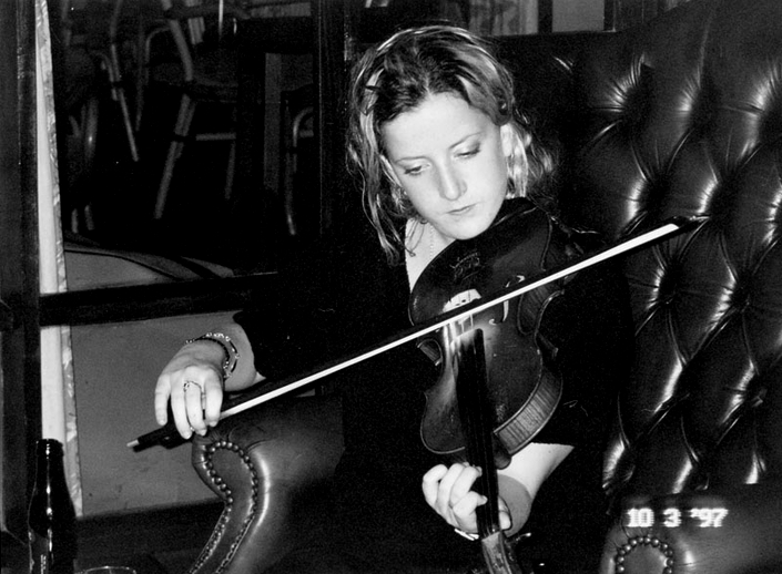 Caitriona Tammamagi, fiddle, 1997 / Mark Jolley