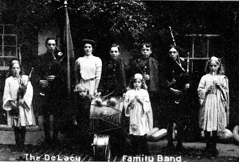 DeLacy Family Band, group / unidentified photographer
