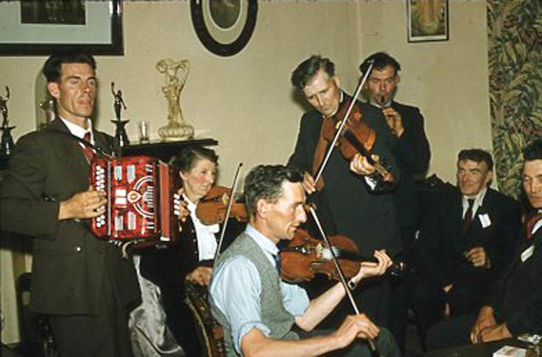 Tom Barrett, fiddle, & others, 1969 / Pádraig Ó Mathúna