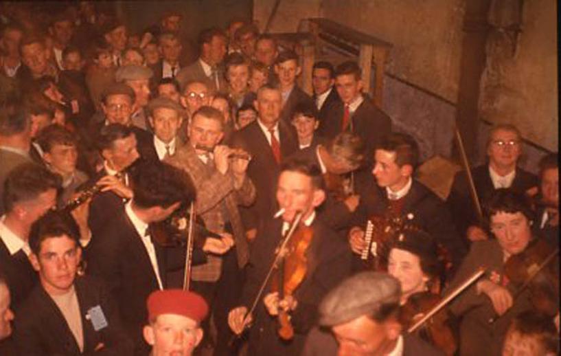 Tom Barrett, fiddle, & others, 1958 / Pádraig Ó Mathúna