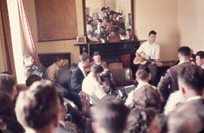 Unidentified, fiddle, & others, 1959 / Pádraig Ó Mathúna