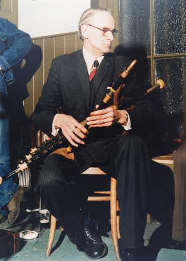 Séamus Ennis, pipes / Liam McNulty