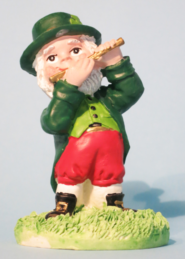 Ceramic leprechaun playing the flute / ITMA photographer