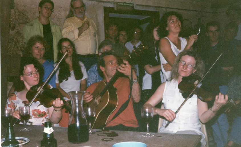 Unidentified performers, Tocane, 1997 / Mags Crehan