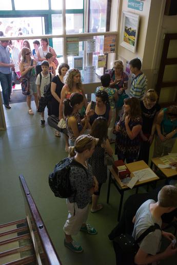 Students registering for classes / Tony Kearns