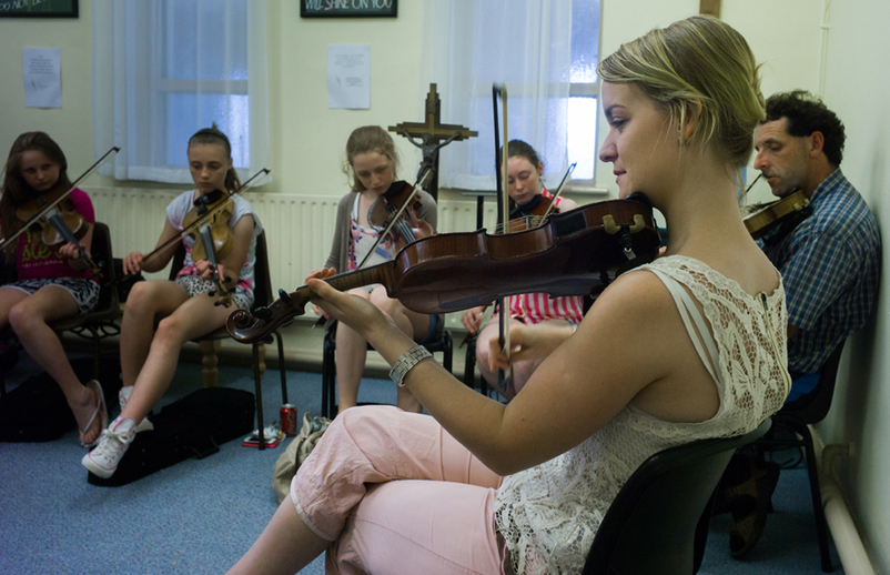 Tara Breen with her fiddle students / Tony Kearns
