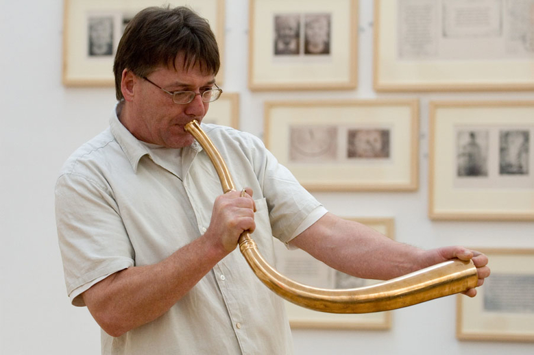 Simon O'Dwyer, horn, 2005 / Paul Eliasberg