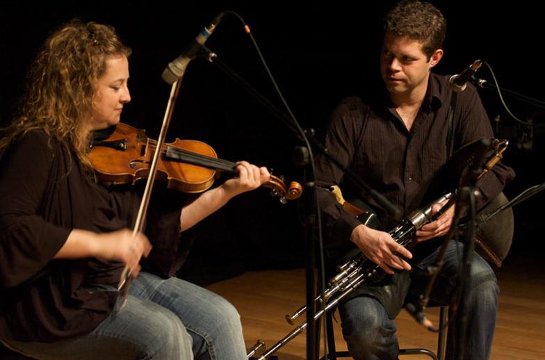 Liz Knowles, fiddle, & others, 2009 / Paul Eliasberg