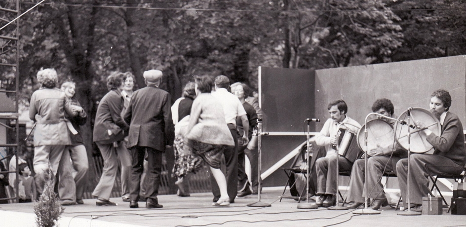 The Branch Crowd dancing a set at the Newfoundland Folk Festival, 1977 / Len Penton, photographer