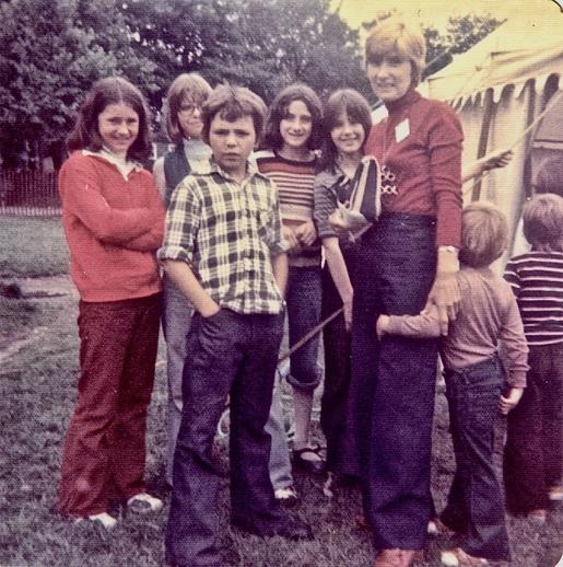 Joyce O'Hara and a group of children at the 1977 Newfoundland Folk Festival / Aidan O'Hara