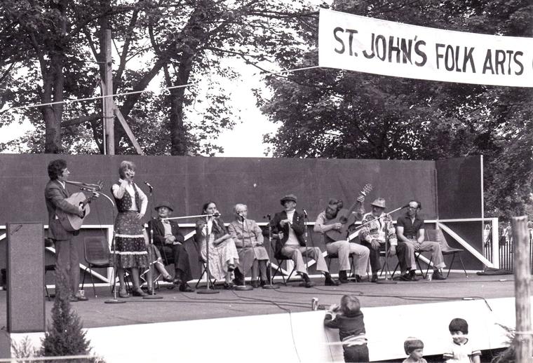 Aidan and Joyce O'Hara performing at the Newfoundland Folk Festival, 1978 / Len Penton, photographer