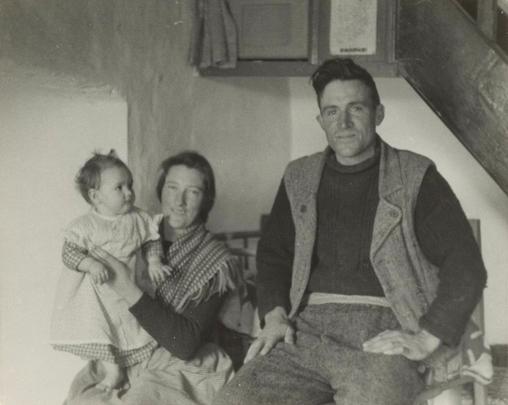 Dara Beag Ó Fáthartaigh (1920-2012) with his wife Teresa and daughter Máirín, Inis Meáin, August 1956, courtesy of the American Folklife Center, Library of Congress / Sidney Robertson Cowell