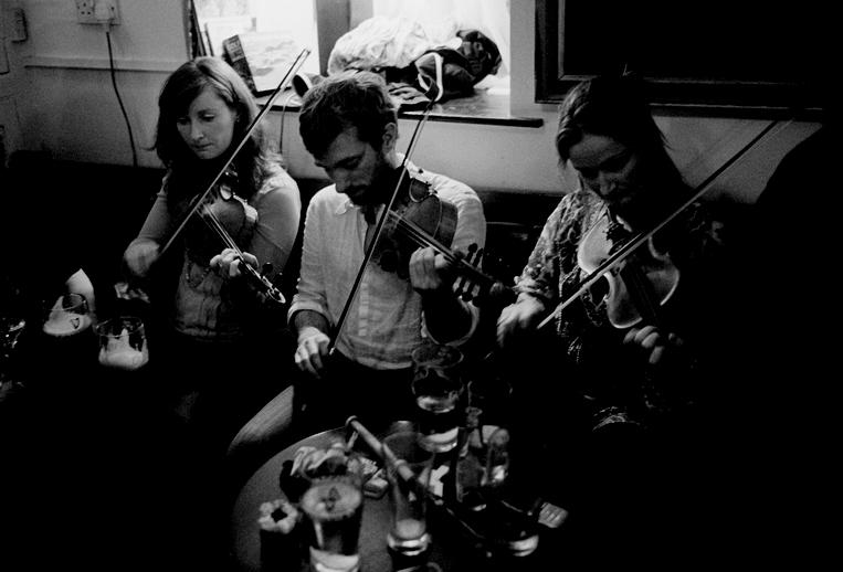 Breda Keville, Caoimhín Ó Raghallaigh and Claire Keville, 2012 / Tony Kearns, photographer