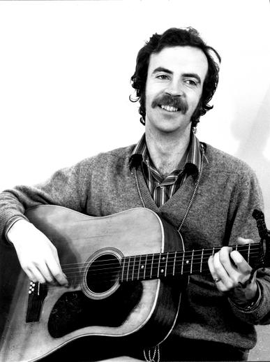 Mícheál Ó Domhnaill, guitar / Robert Dawson Studios photographer