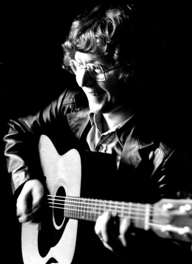Paul Brady, guitar / [unidentified photographer]