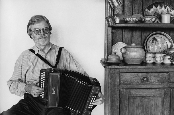 Tony MacMahon, accordion / [unidentified photographer]