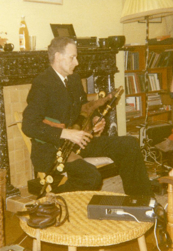 Séamus Ennis, collector and uilleann piper / [unidentified photographer]