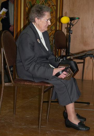 Mary Ellen Curtin, concertina, 2007 / ITMA Photographer