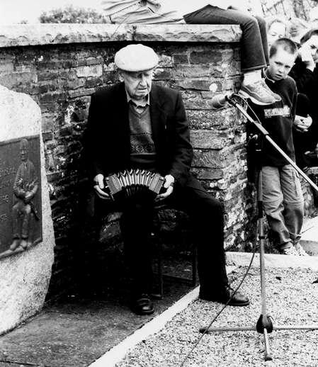 Marty O'Keeffe, concertina, 2002 / Orla Henihan