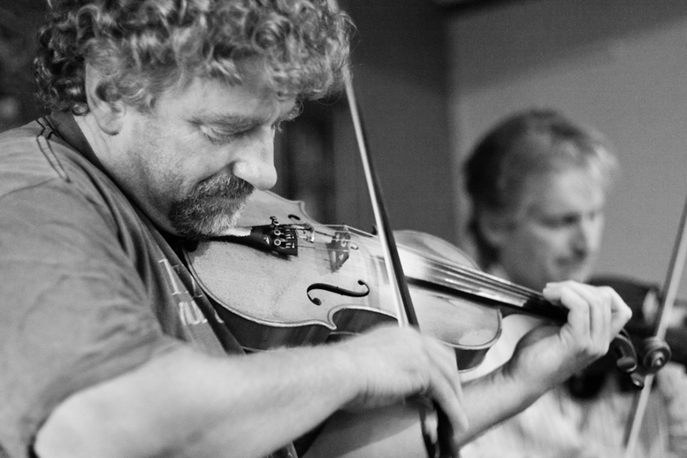 Martin McGinley and Dermy Diamond, fiddles / Danny Diamond