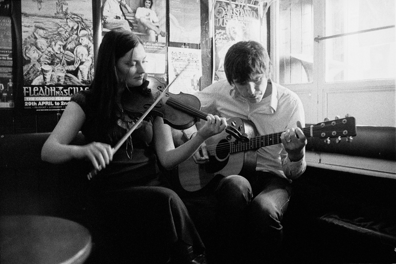 Zoe Conway, fiddle, and John Mc Intyre, guitar / Danny Diamond