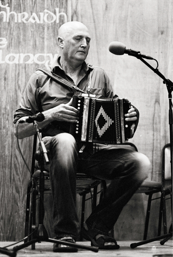 Breandán Ó Beaglaoich, accordion, 2011 / Danny Diamond